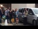 Фанаты поют песню Счастливое Начало на конвенции Enchanted Con 17/06/18