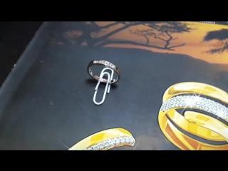 Кольцо 585 пробы,вес 2,7гр вставка бриллианты диаметром 1,5мм