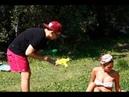 Мокрые девушки и парни на пляже / Обстрел водным пистолетом