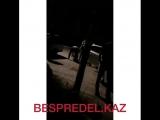 Тараздық полицей жас қызды ұрып тастады (ВИДЕО)