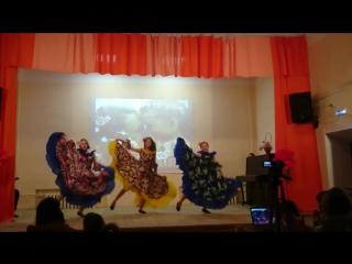 Танец Ежедневно меняется мода, Хореограф-постановщик О.Королева. Исполняет 1-й ЭЛЕМЕНТ, трио - Алина, Жанна и Дарья.