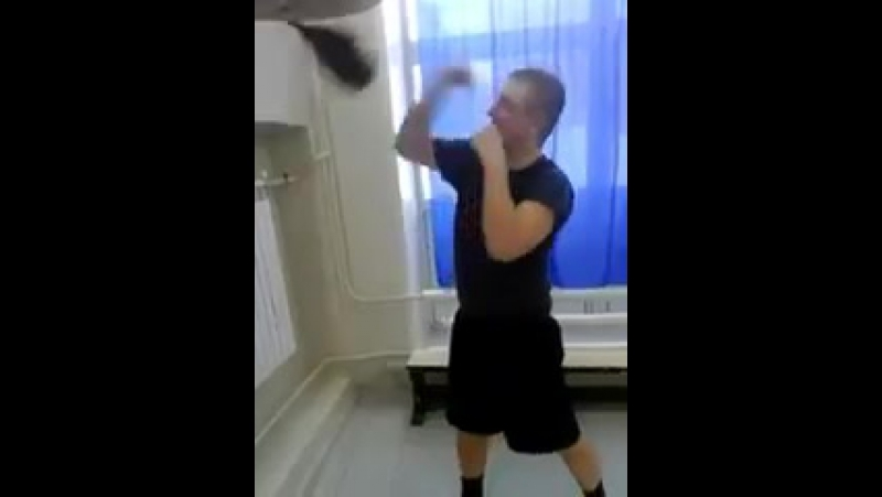 Анатолий Дикарев пробует для себя новый снаряд