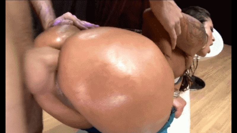 hot-slut-booty-fucking-in-motion