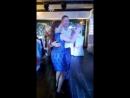 дедушка танцует с внучей Полиной