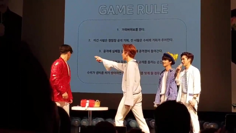 🐯 to JR: you are suppose to be my side