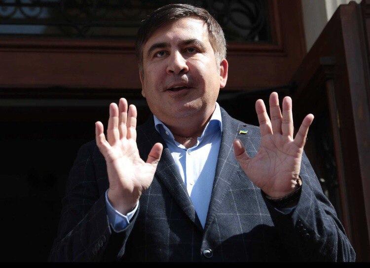 Мосийчук попытался избить Саакашвили костылем в телеэфире