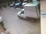 12 января на ул. Ставропольской автомобиль с будкой сбил человека на тротуаре и скрылся.