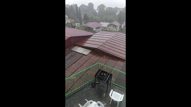 как же я уже заскучала по дождю,аха,ливень в Гагре) эт ж субтропики как ни как;)