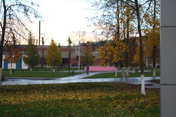 Красивый осенний пейзаж — это признак Шахуньи. Здесь везде природа, где мало людей ходит, а значит красивых и отрадных мест полным полно. Правильно родители говорят: «Шахунья — город пенсионеров, здесь классная экология и всё есть».  14 ноября 2017