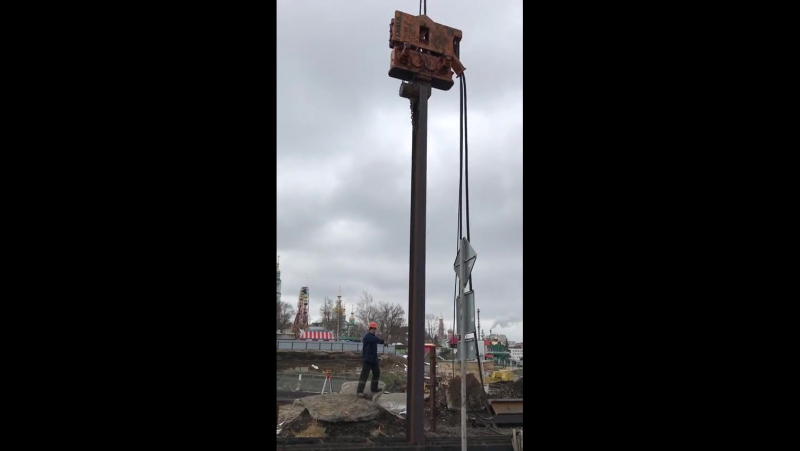 Вибропогружение двутавровой балки на строительстве ТРЦ