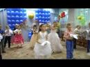 Танец выпускников с голубями.