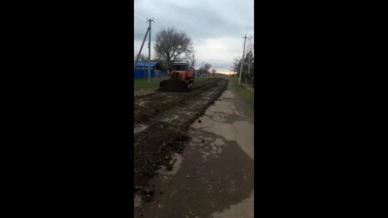 село Апанасенковское прокладка нового асфальтного полотна на улице Садовая № 61