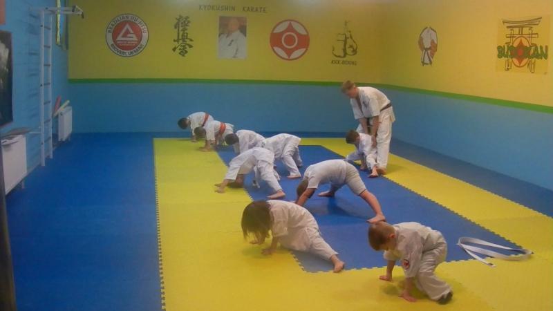 Майбутніх майстрів кіокушинкайкан карате готує до наступних турнірів та змагань Артем Гелькін