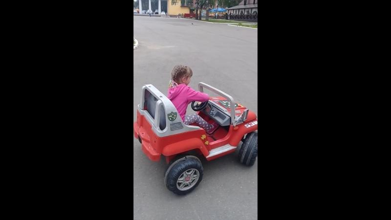 мой маленький водитель )
