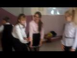 ничего необычного просто девочки в юбках играют с детьми в активные игры едем дальше