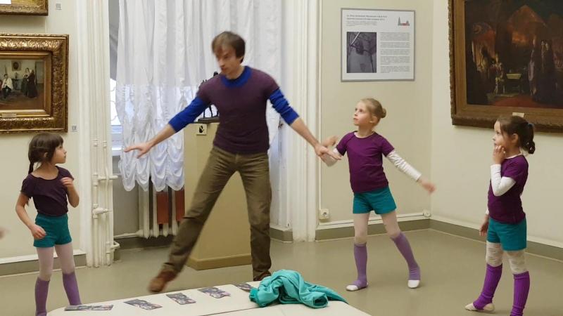4.10.17. Уроки в галерее. Хореография - 2. Начали учить танец фрейлин.