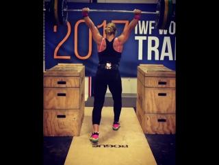 Лидия Валентин толкает 135 кг