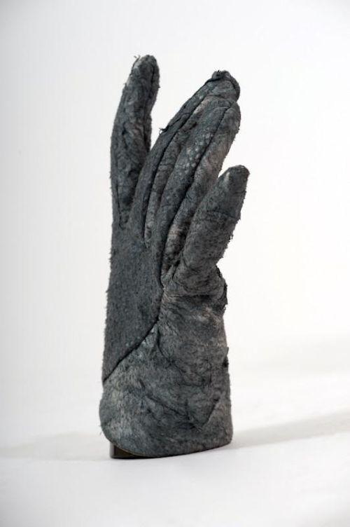 5yBixH7r zc - Перчатки из чешуи акулы за 720 евро