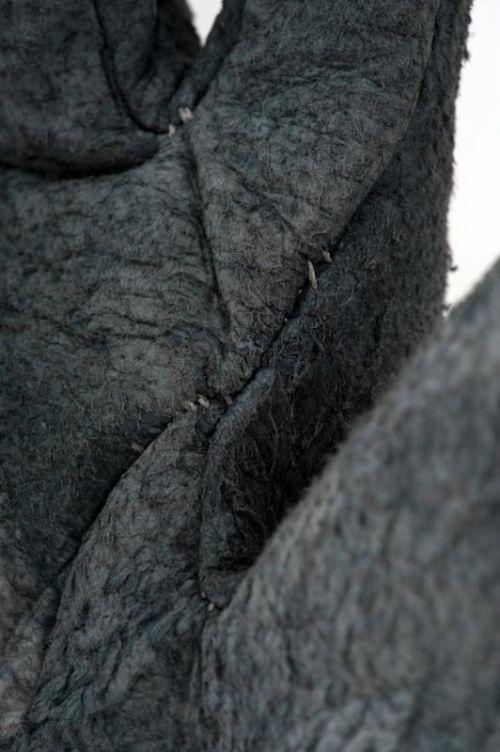 KzISg2wv044 - Перчатки из чешуи акулы за 720 евро