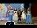 Девочки поют красивую песню