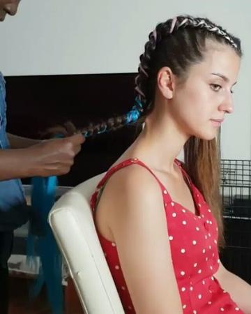 Magazin Mahallesi on Instagram Sen Anlat Karadeniz in Nefes'i İrem Helvacıoğlu da örgü modasına uydu iremhelvacioglu oyuncu senanlatkaraden