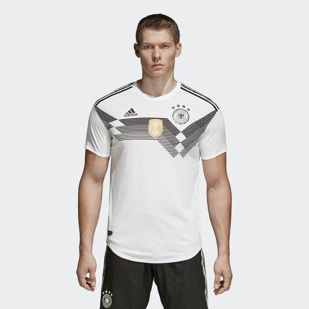 Домашняя игровая футболка сборной Германии