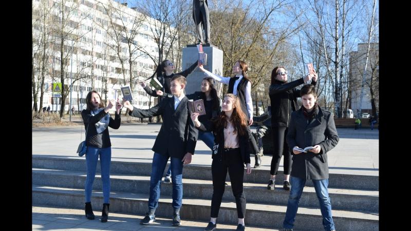 Уличная инсталляция Молодые поэты
