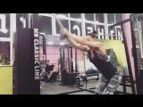 💪    Как разнообразить тренинг спины.💪      Пуловер у блока направлен на развитие широчайшей мышцы спины, верхней части дельт, о