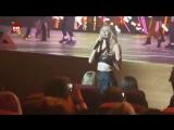 Вера Брежнева упала на концерте в Москве!