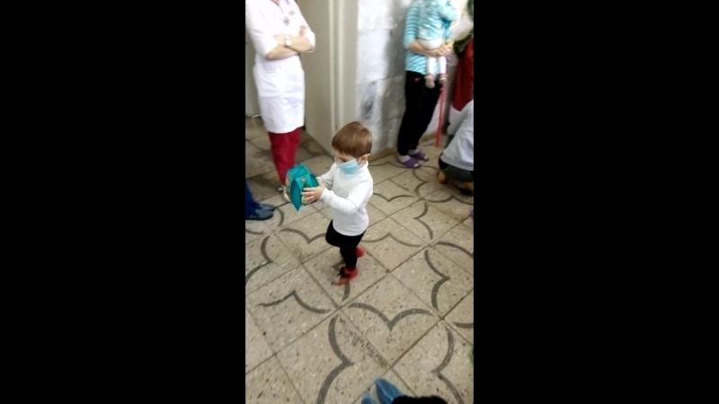 В київське 4 дитяче відділення прийшли дід мороз та Снігуронька