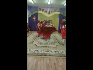 Зажигательный танец с платками. Выступление девочек старше-подготовительной логопедической группы на РМО.