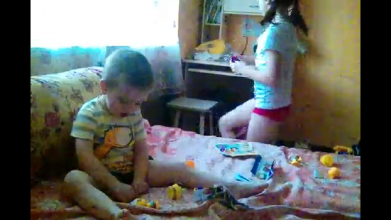 Детки лепят из соленого теста
