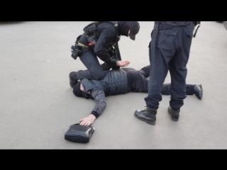 Сотрудниками УУР областного ГУ МВД совместно с региональным УФСБ и Росгвардией задержан мужчина, подозреваемый в вымогательстве