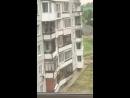 В Белокурихе пьяный мужчина выпал из окна пятого этажа