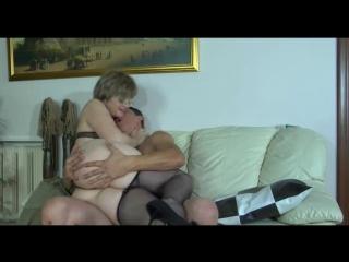 Молодой парень трахает в анал русскую зрелую бабу, mature stocking anal ass creampie mom pussy (инцест со зрелыми мамочками 18+)