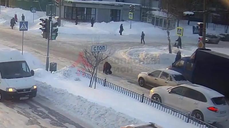 В Ярославле водитель раздавил беспомощную женщину на дороге