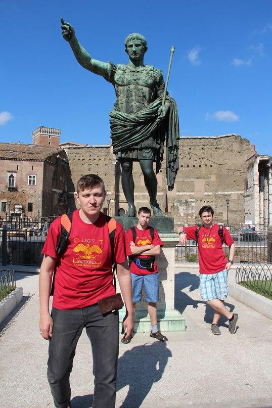 Статуя Траяна рядом с форумом Траяна