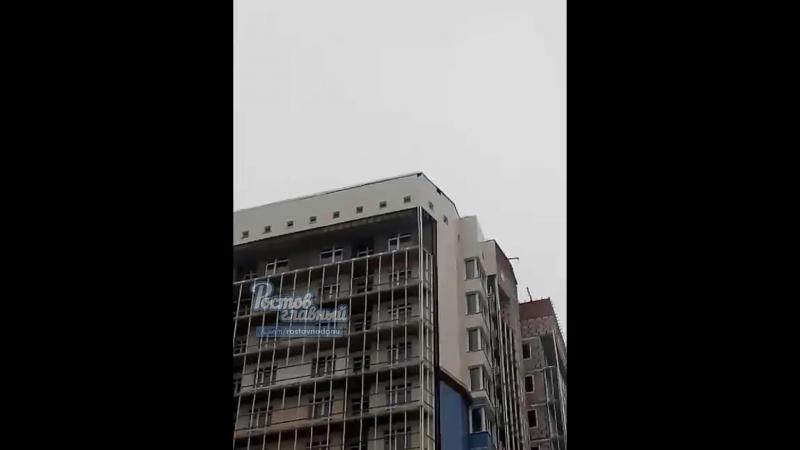У дома улетает крыша 18.1.2018 Ростов-на-Дону Главный