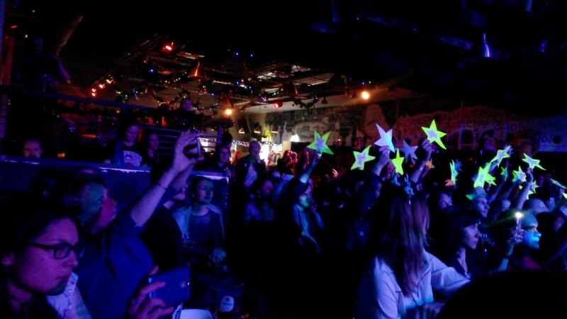 Зрители зажгли звезды на концерте