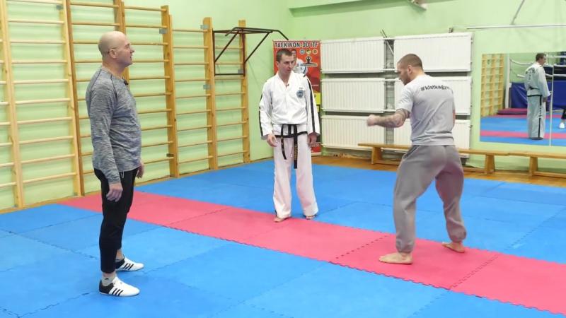 Вертушки в тхэквондо Антон Шаманин и Андрей Басынин обучение технике ударов ногами с разворота