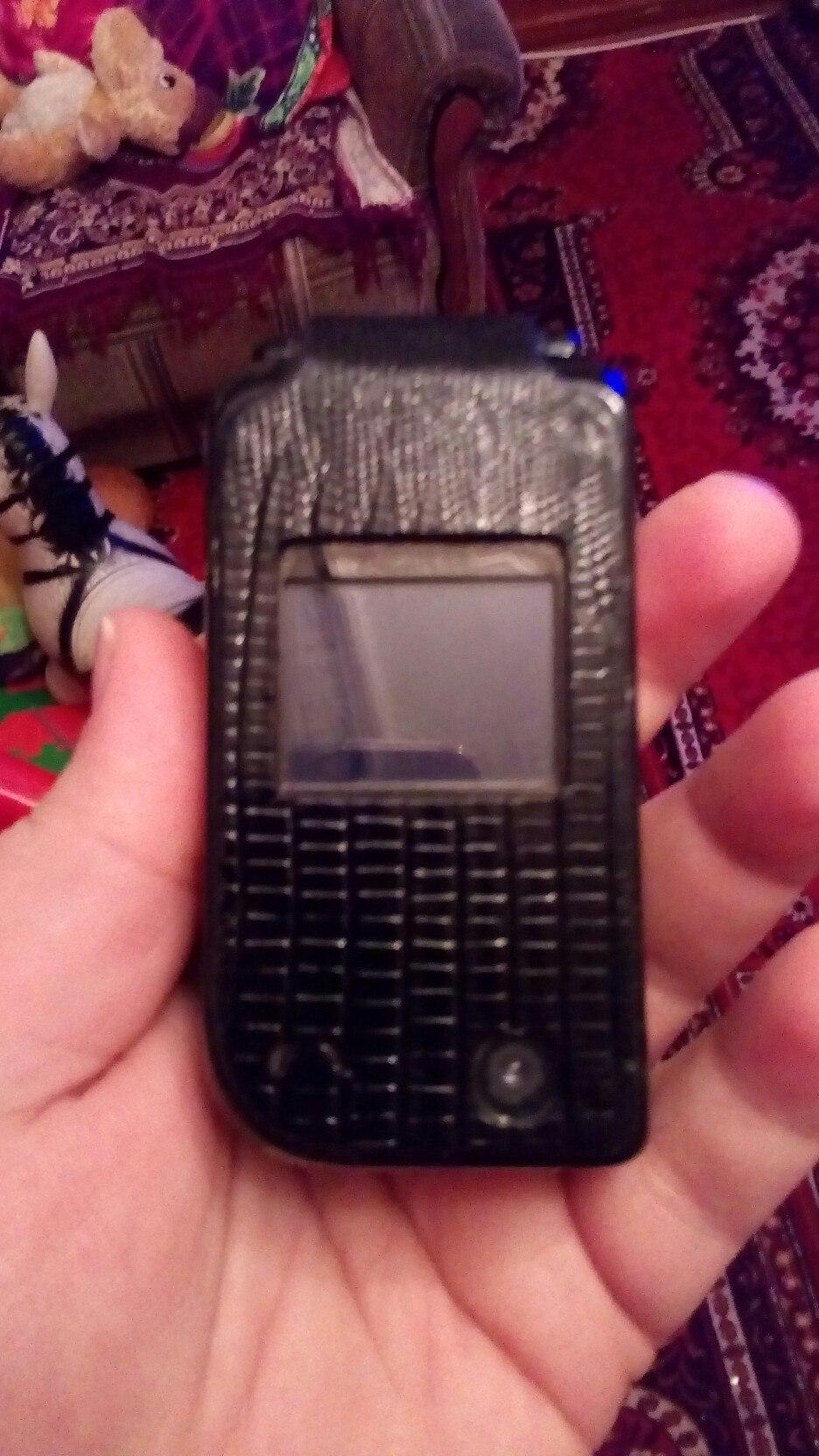 Случайно не какого не осталась зарядка для этого телефона?