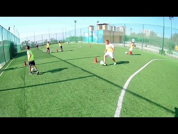 Детский футбол Ведение с разворотами на конусе