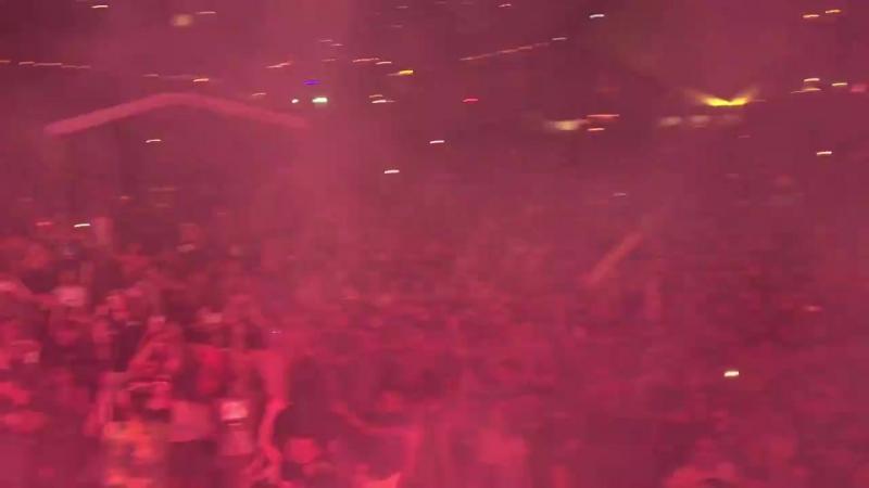 Dimitri Vegas Like Mike x WW - Crowd Control