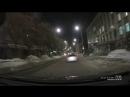 В Саратове на проезжающие автомобили прилетела доска с балкона