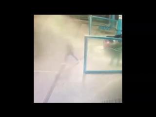 В Краснодаре возмущённой девушки остудили её «пыл» напором воды на автомойке!