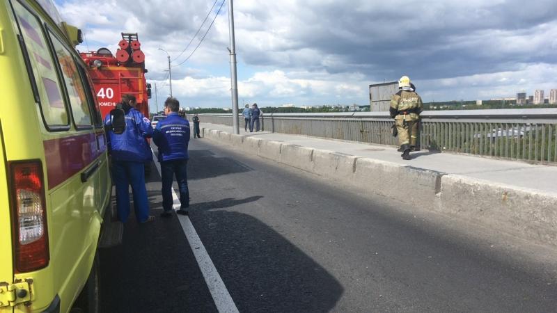 Стрим 72.ru: психологи отговаривают тюменца от прыжка с Профсоюзного моста
