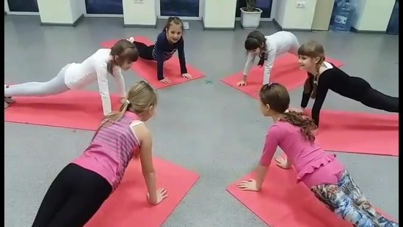 младшая группа GOLDEN KIDS, школы черлидинга и современных танцев Golden Ladies.