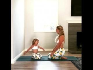 Спортивные мамочка и малышка