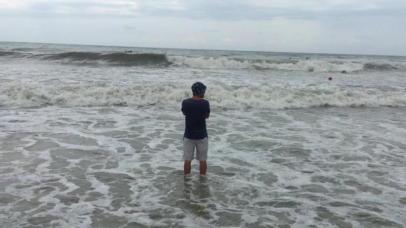 Стоишь на берегу и чувствуешь солёный запах ветра, что веет с моря.....