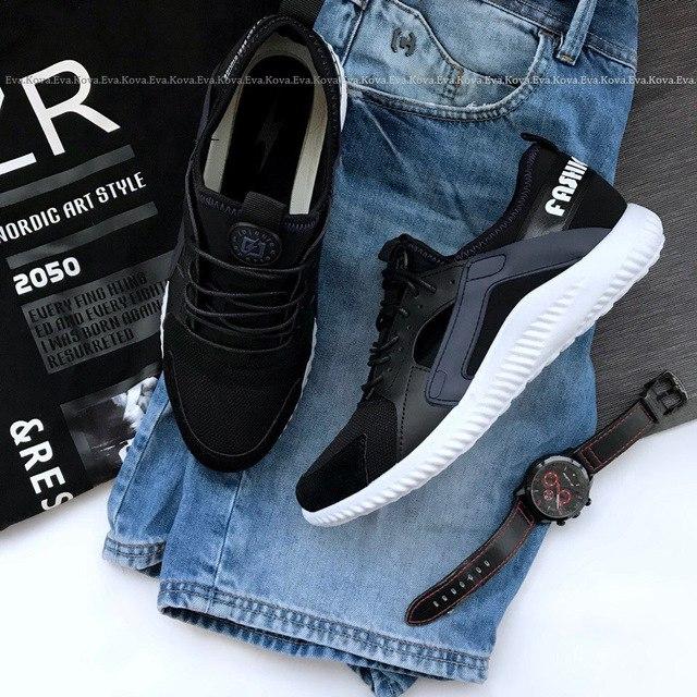 Легкие бюджетные мужские кроссовки на весну-лето